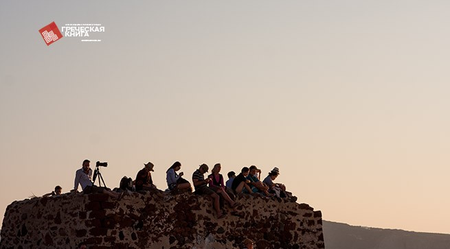 встреча заката на старой крепости Санторини