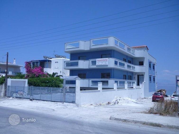 На Пелопоннесе есть недвижимость не только премиум-класса. Например, апартаменты на побережье Коринфского залива можно купить за 70 тыс. евро