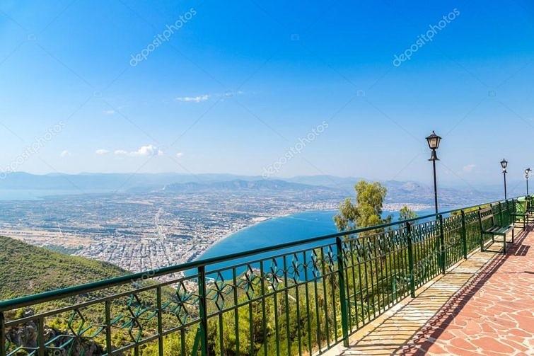 С 2013 по 2017 годы в рамках программы «золотой визы» греческий ВНЖ получили 5,7 тыс. инвесторов и членов их семей