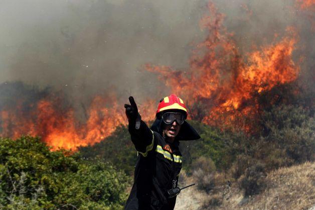 Пожары в окрестностях Афин и на острове на Крит