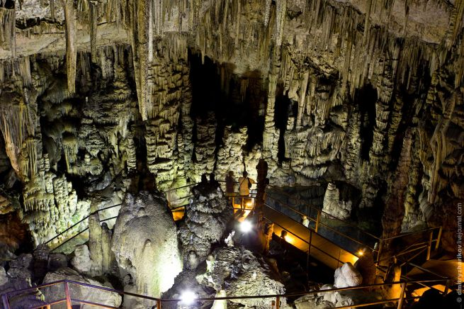 внутри пещеры Зевса