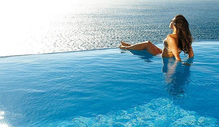 Сьюты с открытым джакузи или роскошные отели Греции