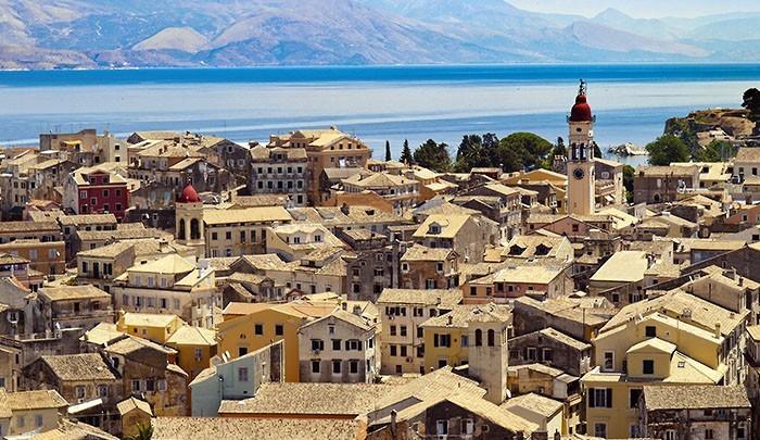 вид на старый город острова Корфу Греция