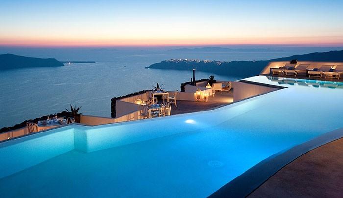 Один из лучших в мире бассейнов на Санторини по версии Alto