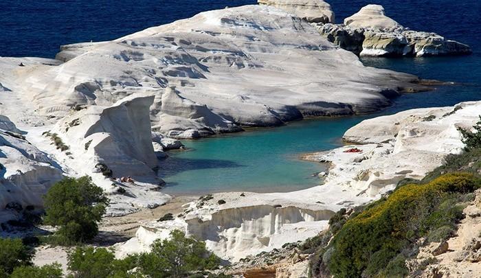 Саракинико – лунный пляж на Милосе