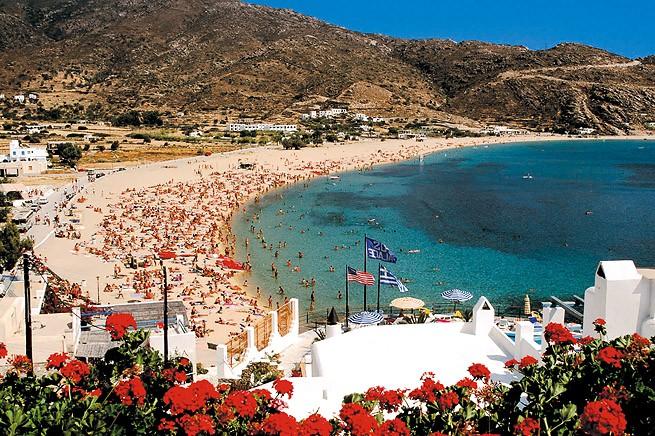 Пляж летом на Иосе Греция