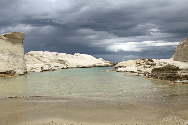 Саракинико – лунный пляж