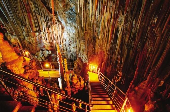 пещера Кастания