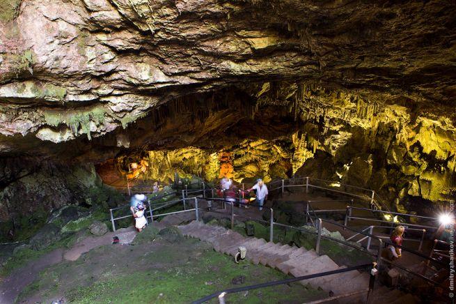 спуск в пещеру Зевса