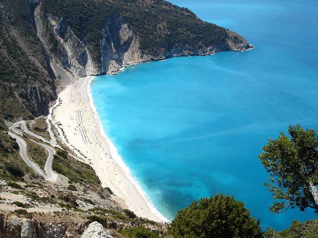 Пляжный отдых в Греции - прикосновение моря