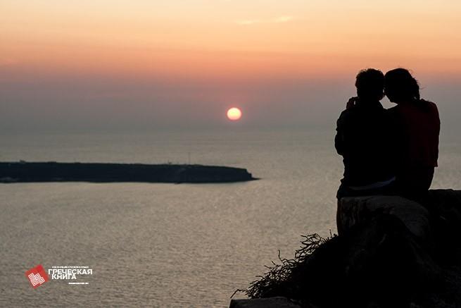 влюбленные на закате Санторини
