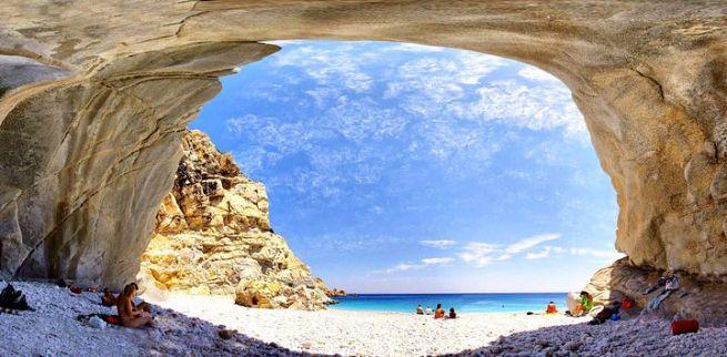 пляж на острове Икария