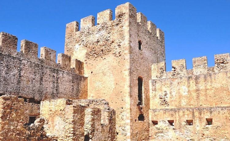 Замок Франгокастелло - достопримечательность Крита