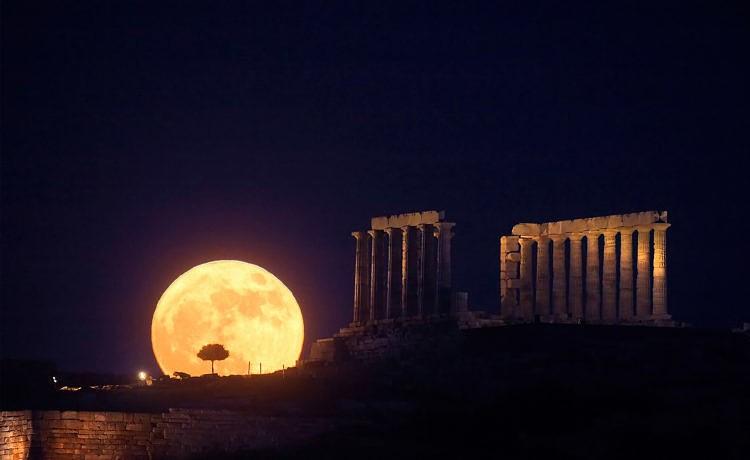 Греция встретит августовское полнолуние десятками бесплатных мероприятий