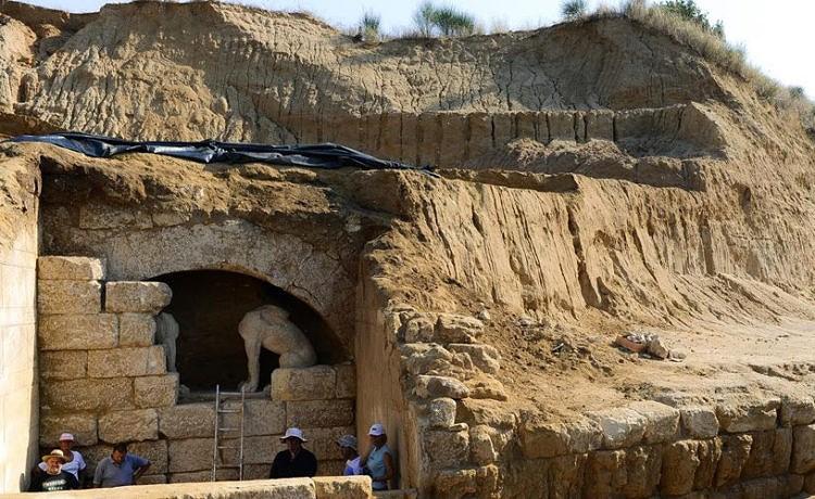 Монограмму Гефестиона нашли в гробнице Амфиполис