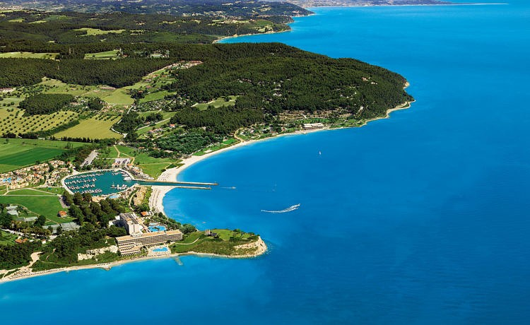 Эксклюзивные предложения от отелей курорта Sani Resort со скидкой до 30% при бронировании проживания в октябре