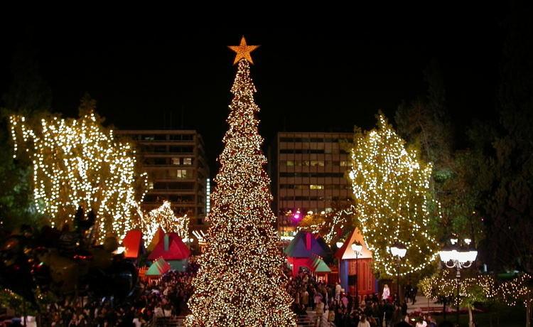Греческие города начинают праздновать Рождество