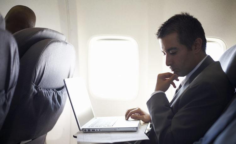 Пассажиры греческих авиакомпаний смогут пользоваться интернетом на борту