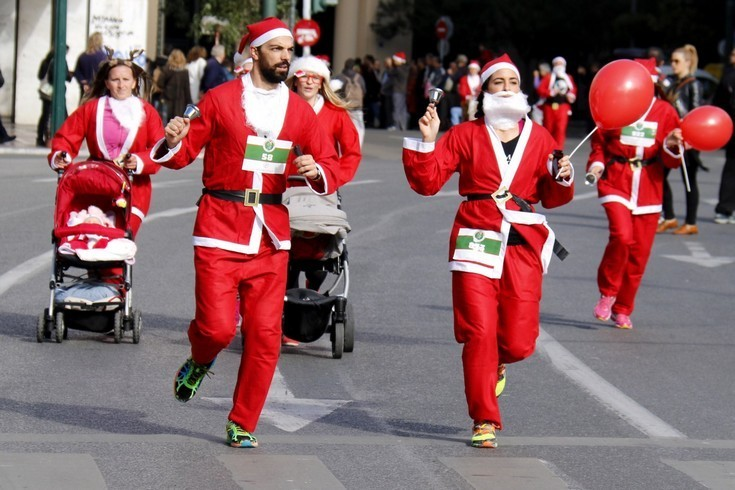 Рождественский забег Санта-Клауса в Афинах (фото)
