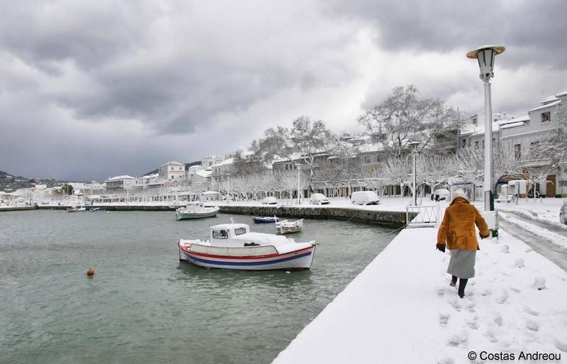 Грецию занесло снегом (фото)