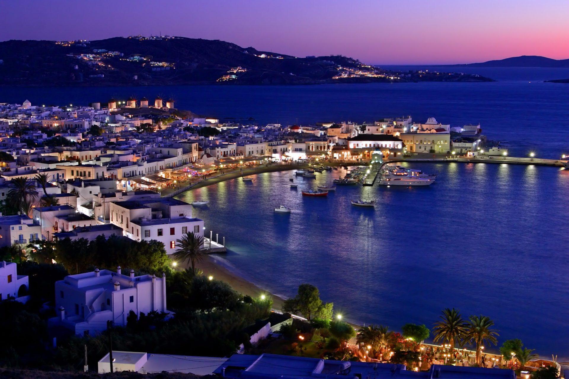 Как выглядят греческие острова днем и ночью