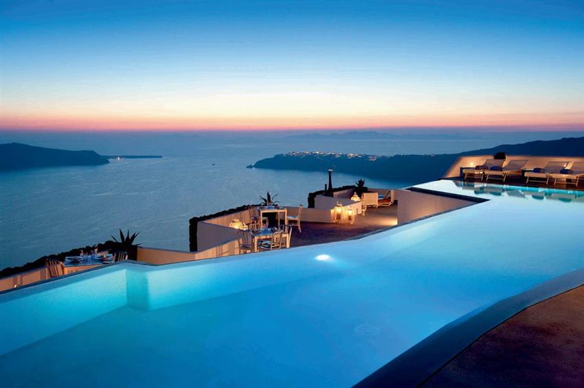 12 греческих отелей с впечатляющими панорамными бассейнами