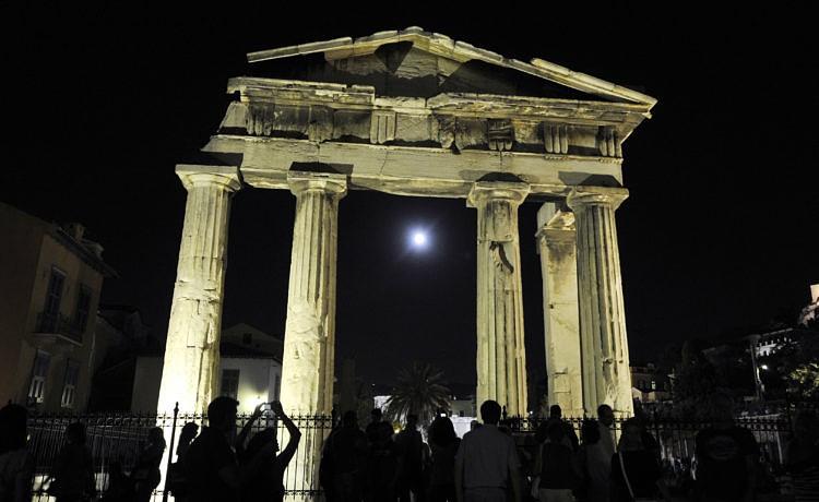 В Греции августовское полнолуние отметят культурными мероприятиями