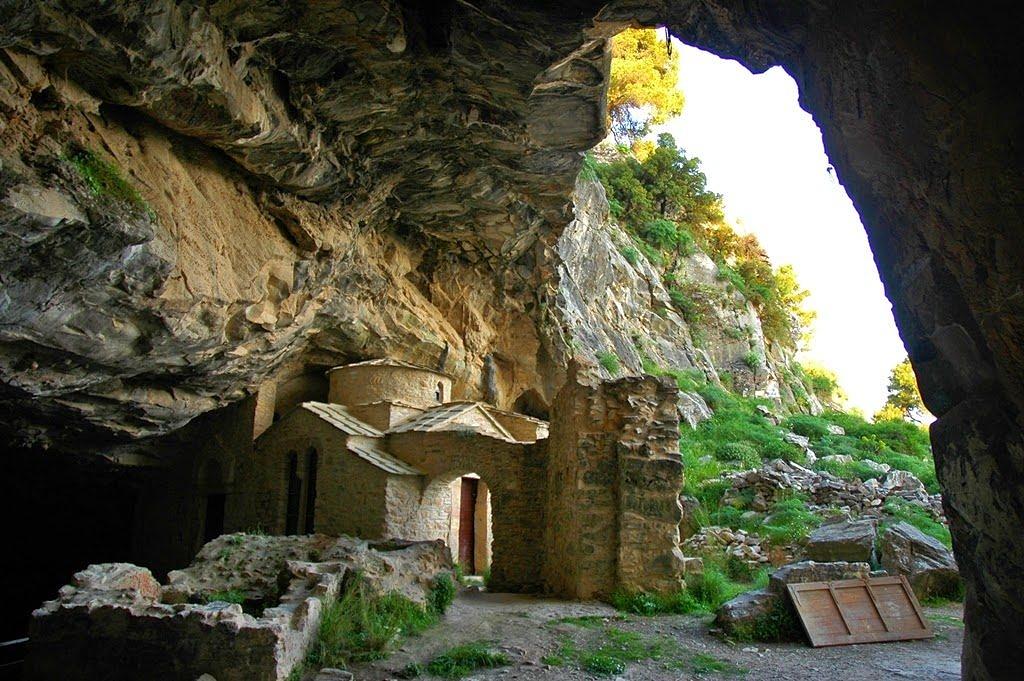 Пещера Давели в Аттике