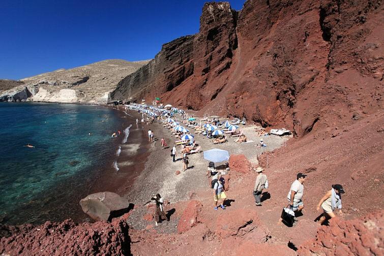 Красный пляж на Санторини Акротири