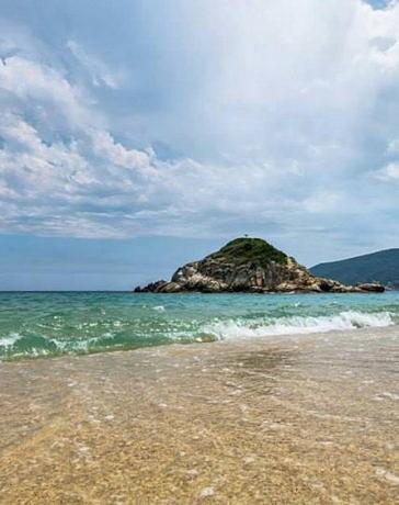 пляж Каламитси