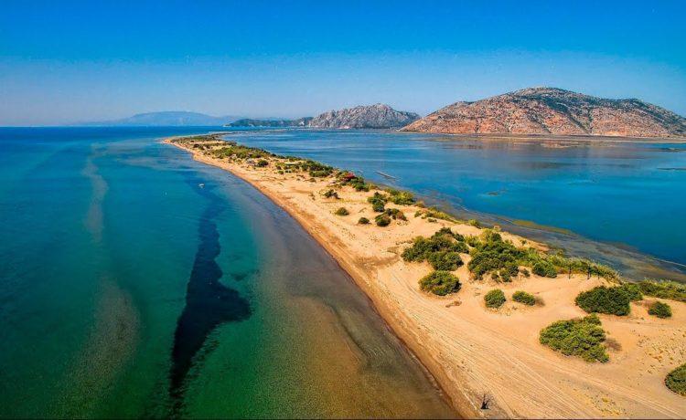 Самый длинный пляж Греции - это пляж Лурос