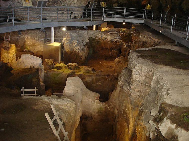 Пещера Теопетра в Греции